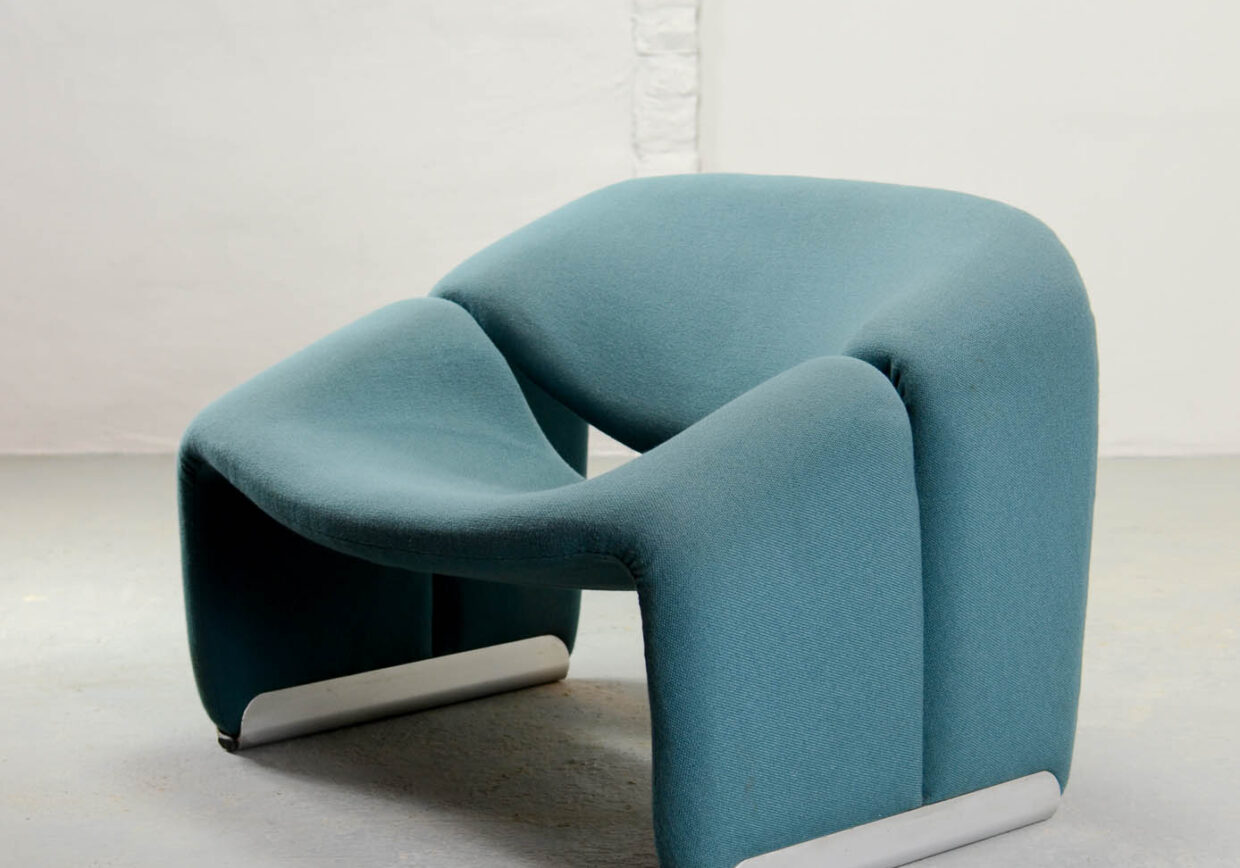 Mid-Century Pair of Blue Dutch Design M Lounge Chairs by Pierre Paulin for Artifort, 1970s