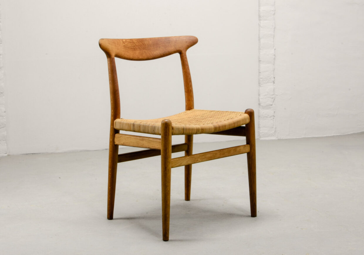 MID-CENTURY DESIGN OAK WOOD AND CANE SIDE CHAIR W2 BY HANS WEGNER FOR C.M. MADSEN, DENMARK, 1953