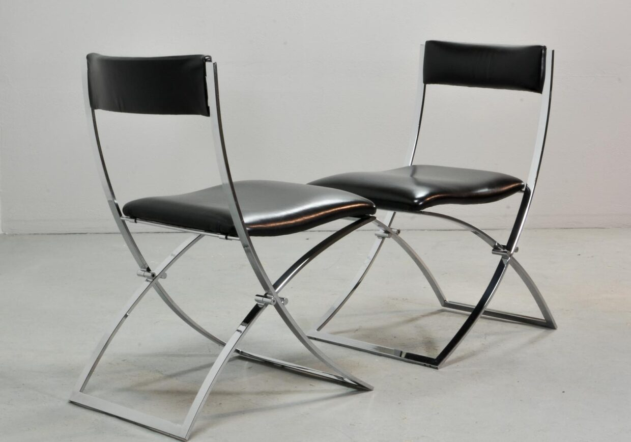 MARCELLO CUNEO FOR MOBEL ITALIA FOLDING DINING CHAIRS IN BLACK LEATHER WITH CHROMED FRAME. ITALY, 1970S. REF.: CH085.