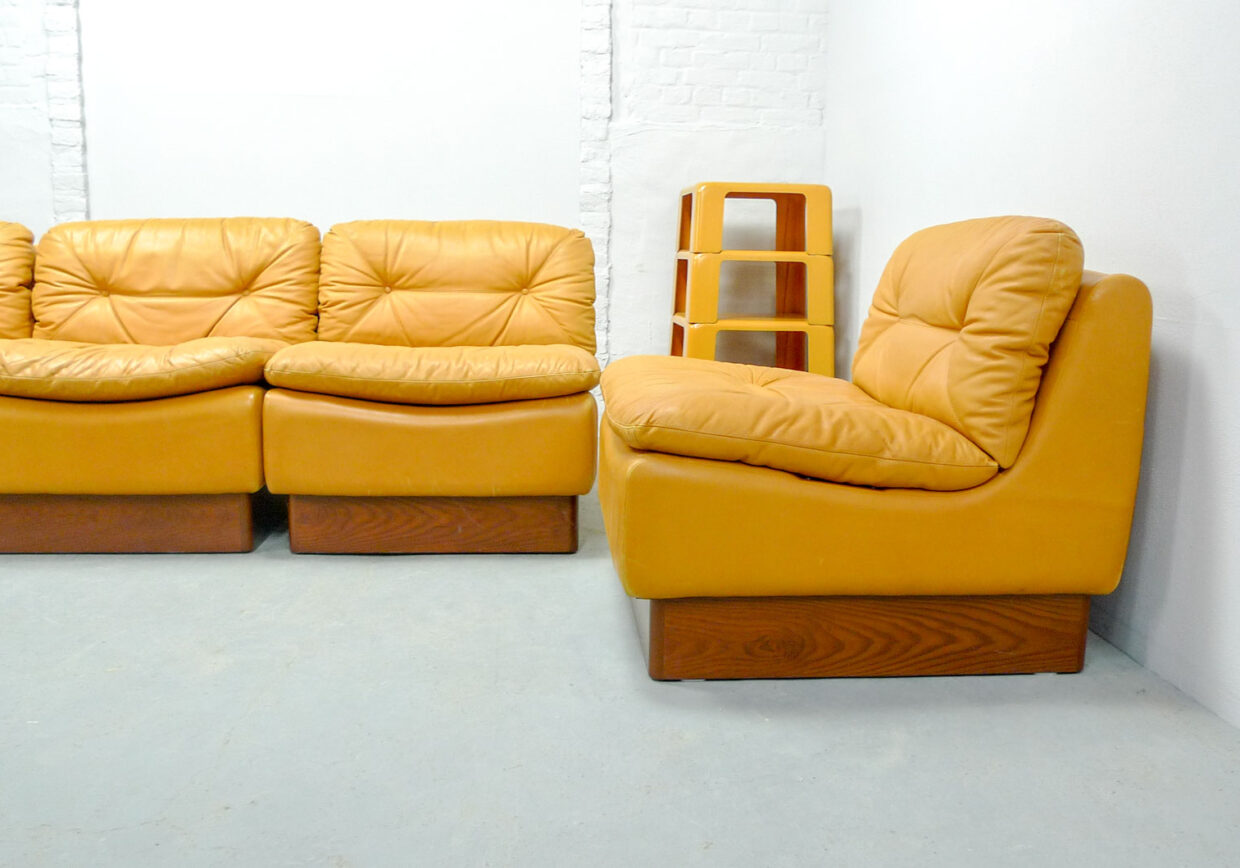 DREIPUNKT MODULAR SOFA IN SAFFRON YELLOW LEATHER, FIVE ELEMENTS. GERMANY, 1970S. REF.: SM045
