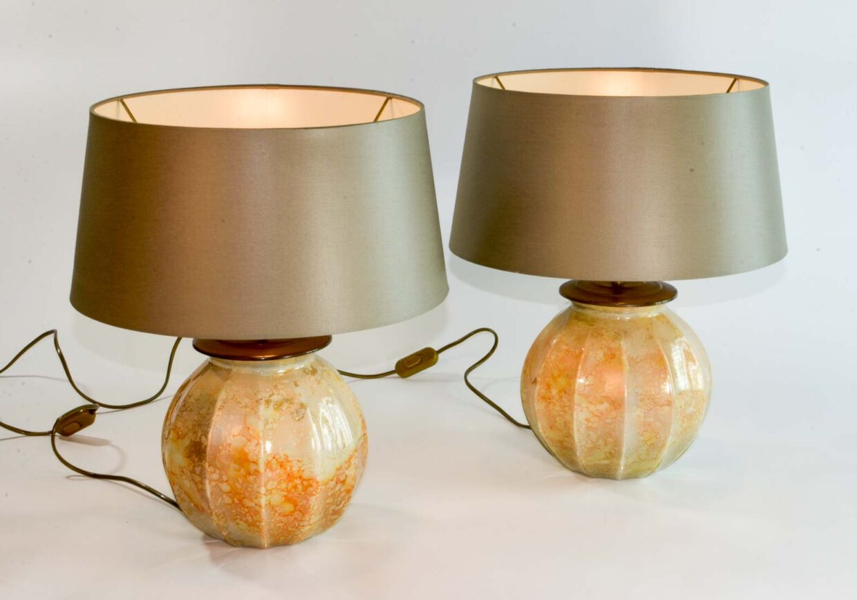 STUNNING MID-CENTURY PAIR OF FRENCH HANDMADE ORANGE GOLD CRYSTAL GLASS TABLE LAMPS BY LAQUE LINE, 1970S