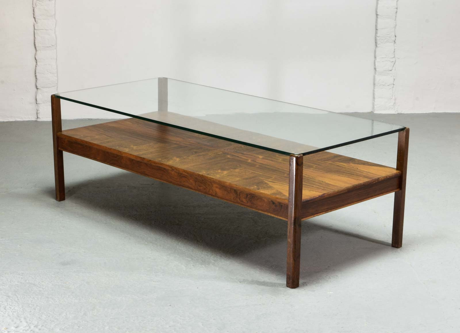 MID CENTURY DUTCH DESIGN ROSEWOOD COFFEE TABLE WITH GLASS TOP FOR FRISTHO  FOR TOPFORM,