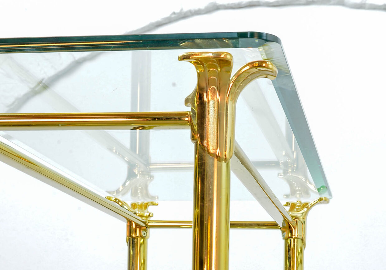 RAMIRO TARAZONA 24 CARAT GOLD PLATED DISPLAY CABINET WITH FACETED GLASS SHELVES. SPAIN, 1980S. REF.: 022
