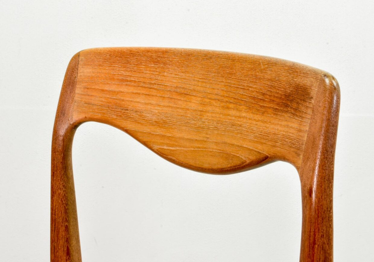 N.O. MOLLER STYLE FIRST EDITION DINING CHAIRS MODEL 71 IN BLACK LEATHERETTE AND SOLID CURVED OAK, SET OF 4. DENMARK, 1950s. REF.: CH164