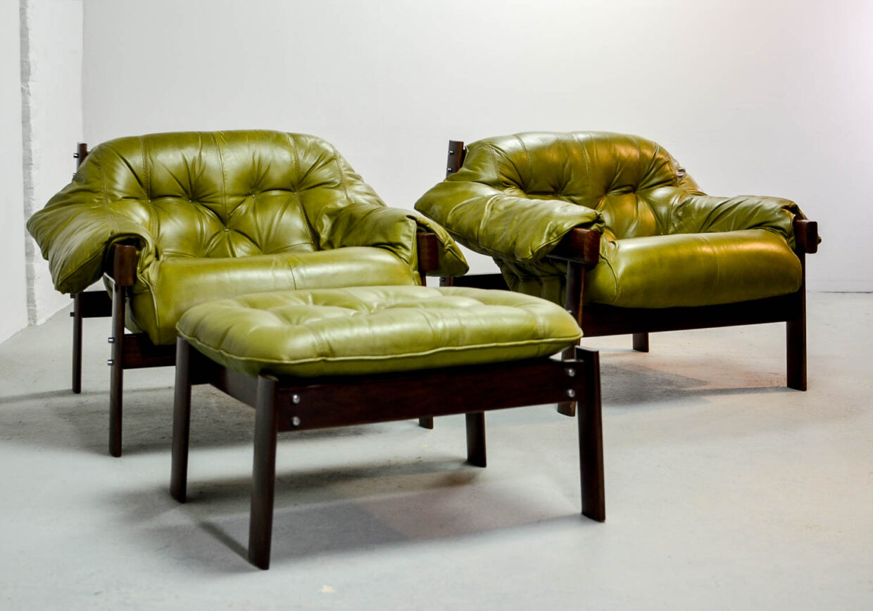 PERCIVAL LAFER BRAZILIAN DESIGN LOUNGE CHAIRS WITH OTTOMAN IN OLIVE GREEN TUFTED LEATHER AND ROSEWOOD FRAME, 1960S.