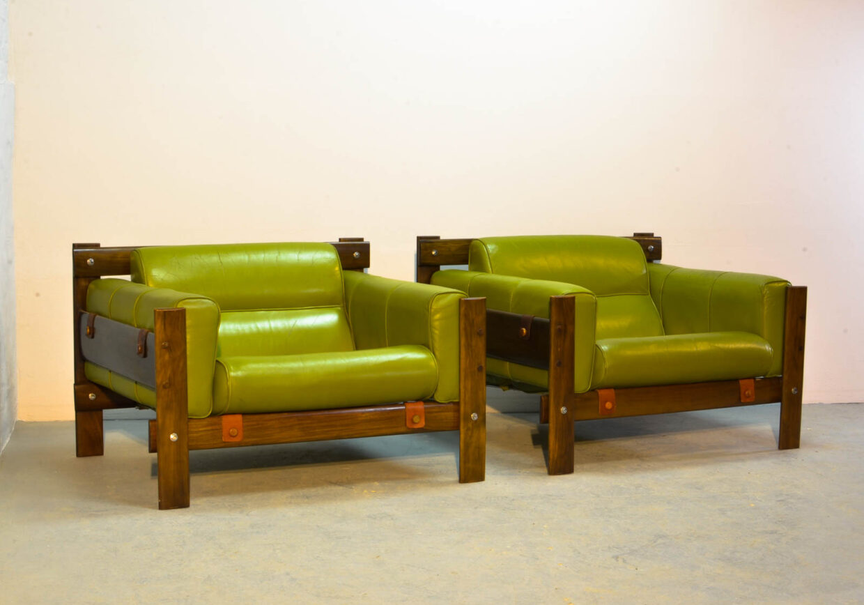 PERCIVAL LAFER FOR L'ATELIER BRAZILIAN DESIGN LOUNGE CHAIRS MODEL MP51 IN AVOCADO GREEN LEATHER AND ROSEWOOD FRAME. BRAZIL, 1970S.